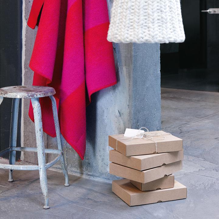 wolldecke berg schwarz koksgrau st berkiste design mode kunsthandwerk aus skandinavien. Black Bedroom Furniture Sets. Home Design Ideas