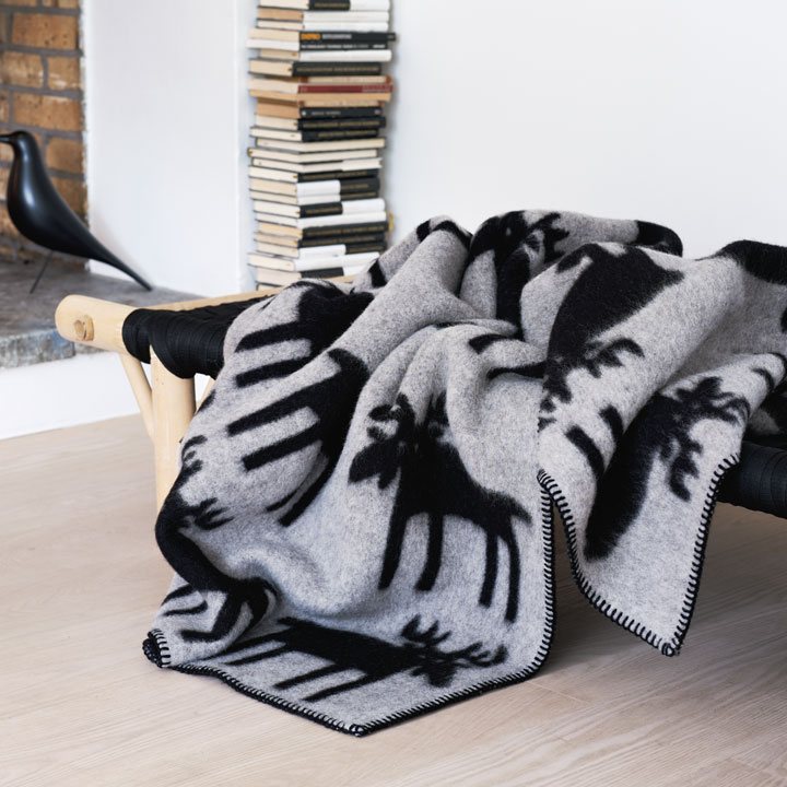 wolldecke elg grau schwarz st berkiste design mode kunsthandwerk aus skandinavien. Black Bedroom Furniture Sets. Home Design Ideas