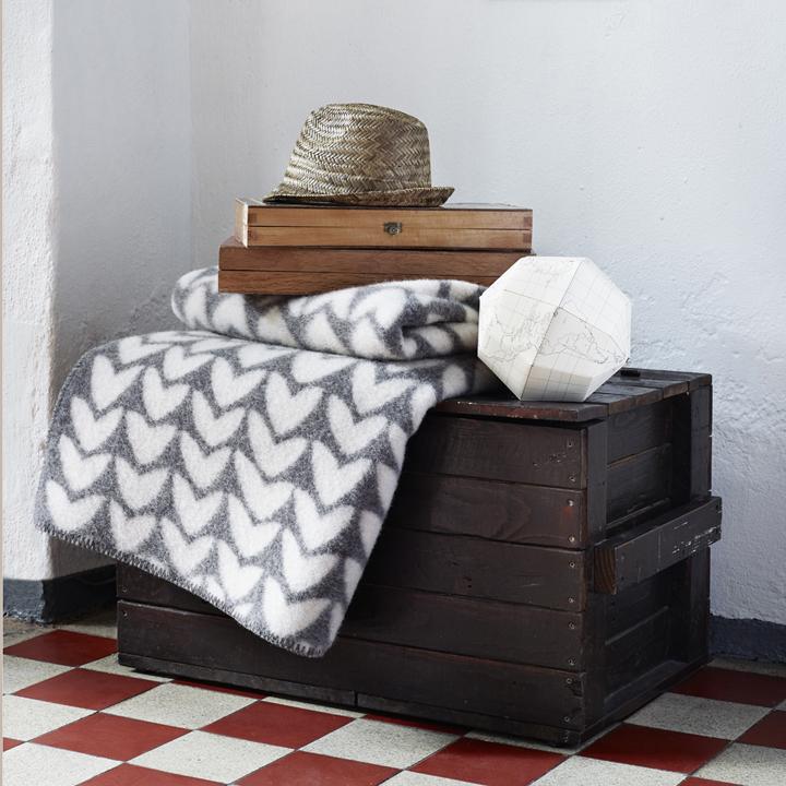 wolldecke ker st berkiste design mode kunsthandwerk aus skandinavien. Black Bedroom Furniture Sets. Home Design Ideas