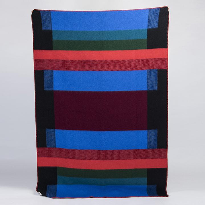 wolldecke mikkel dunkelblau st berkiste design mode kunsthandwerk aus skandinavien. Black Bedroom Furniture Sets. Home Design Ideas